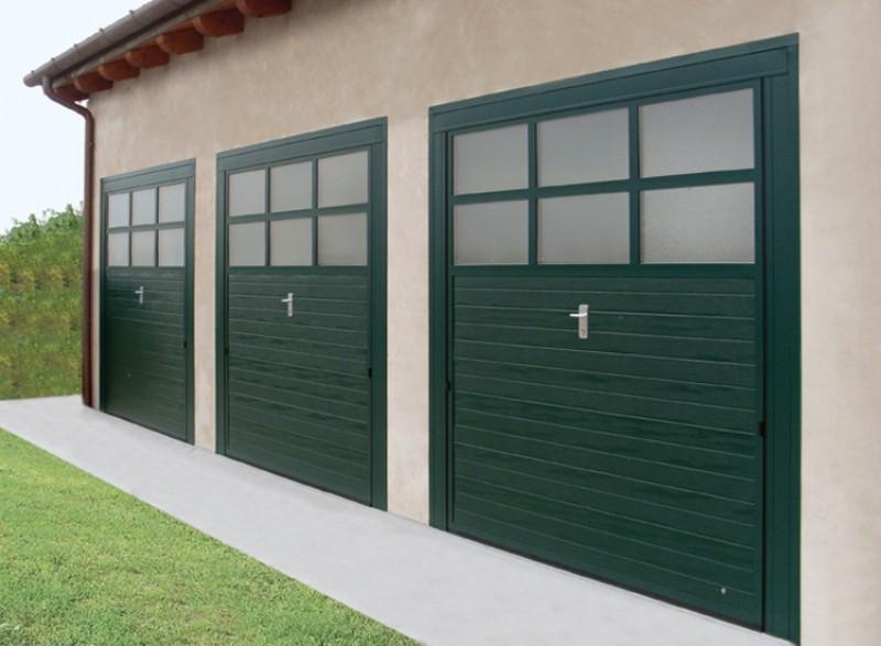 Porta basculante con sopraluce simil legno verde fedi - Basculante con porta pedonale prezzo ...